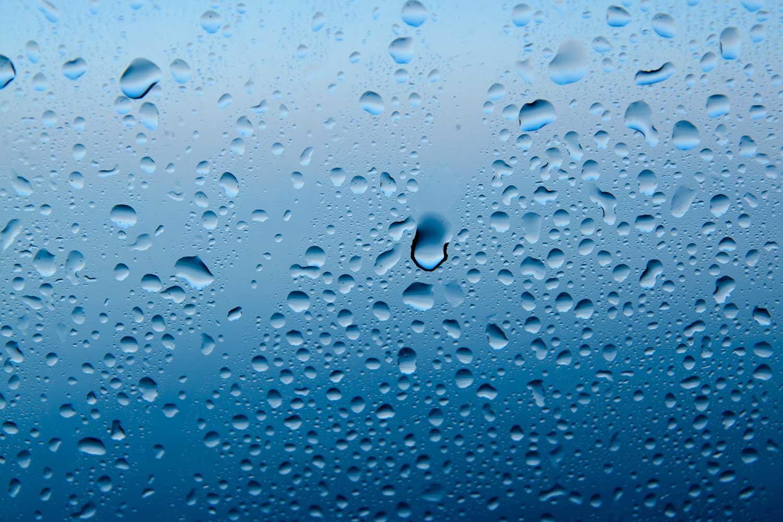 Droplet Size Blog - Droplets on blue background